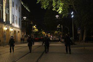 Una gran cantidad de policías separaban la manifestación xenófoba de la contramanifestación