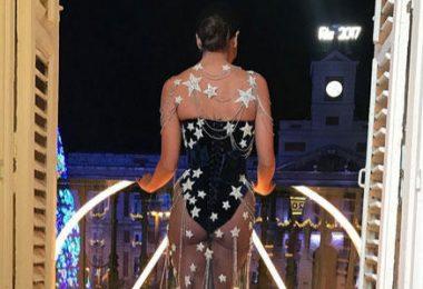 Cristina Pedroche posando con su vestido de las campanadas