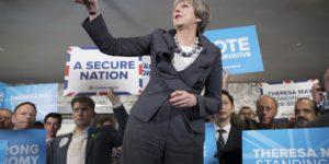 Theresa May en las elecciones en Reino Unido