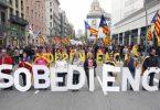 Partidarios de la independencia de Cataluña planteando la declaración unilateral de independencia