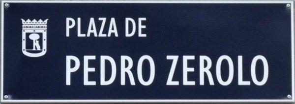Placa de la Plaza de Pedro Zerolo en Chueca