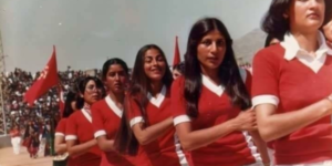 Desfile de mujeres afganas en la Afganistán comunista de los años 70
