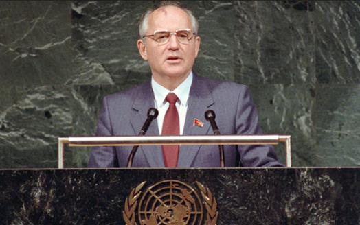 El líder soviético Gorbachov hablando en la Asamblea General de la ONU (1988)